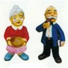 Opa und Oma stehend